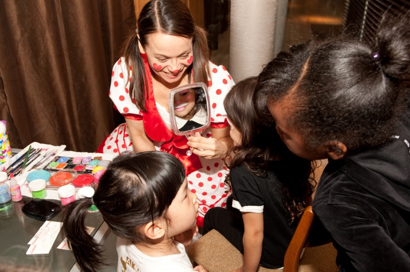 facepainting and balloons event by Kiki NYC
